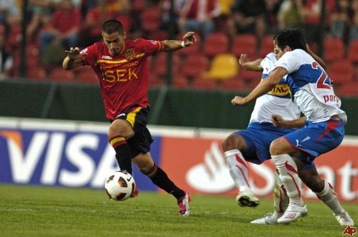 chile-soccer-copa-libertadores-2011-2-16-19-20-40.jpg