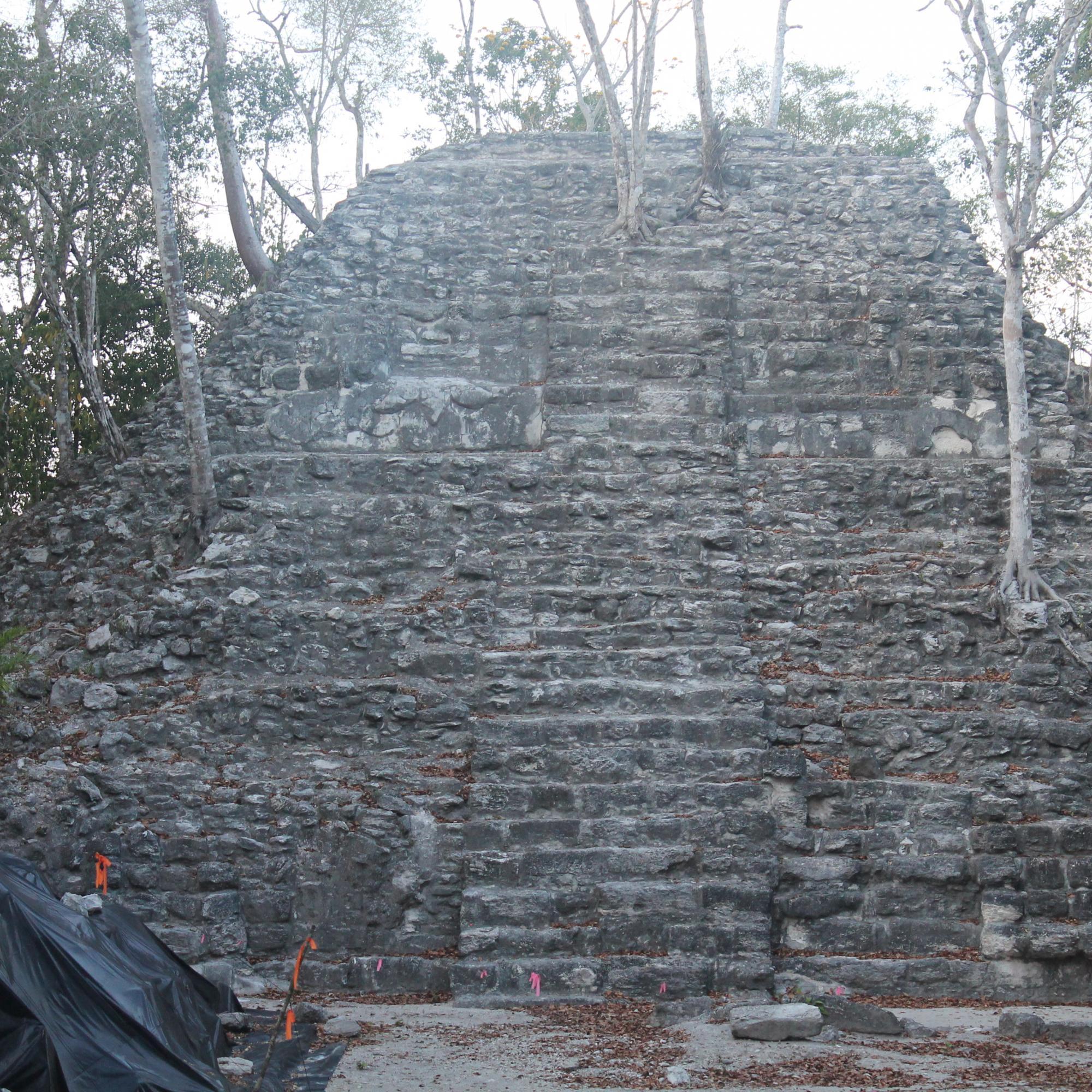 Top base of Tigre Pyramid IMG_6560