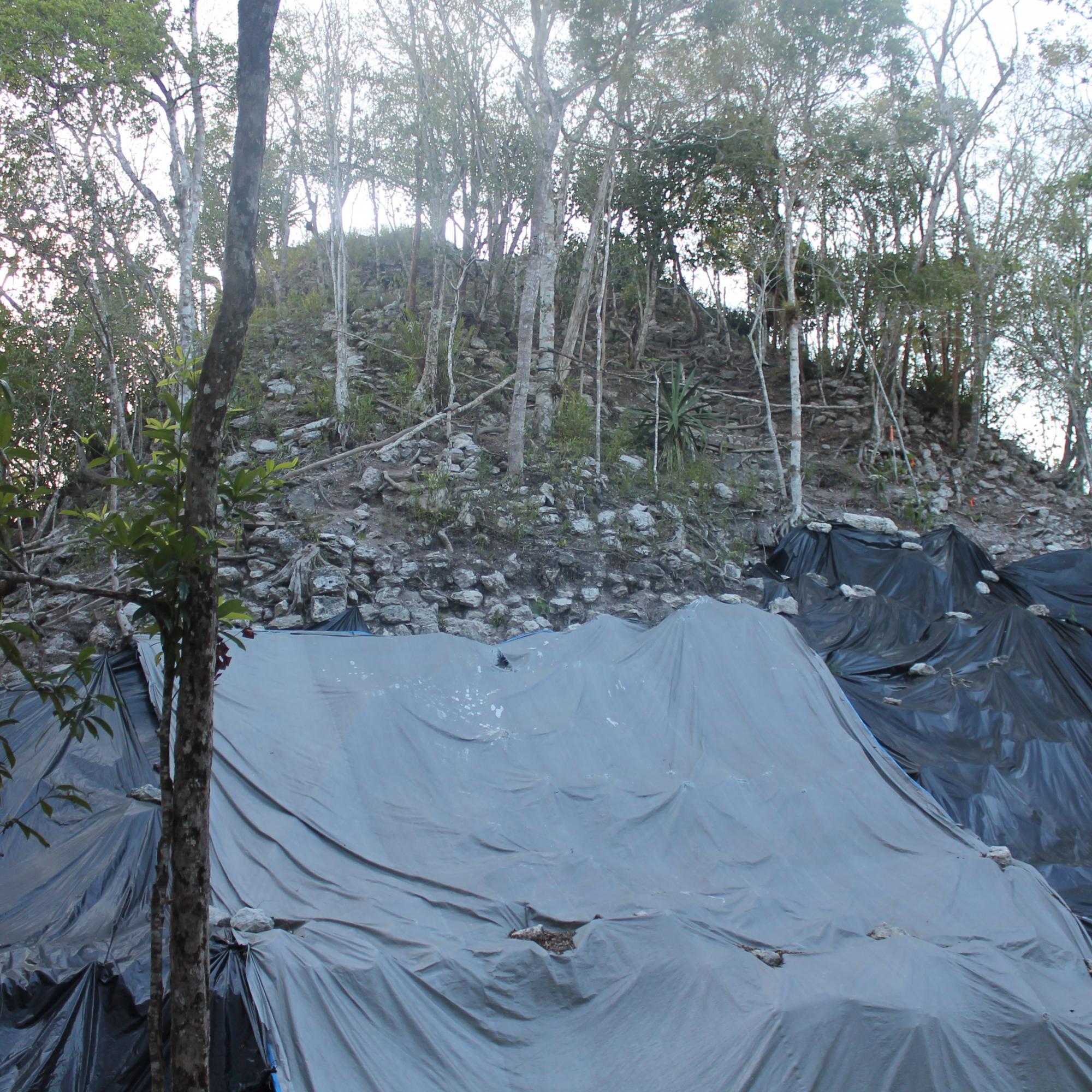 Top base of Tigre Pyramid IMG_6558