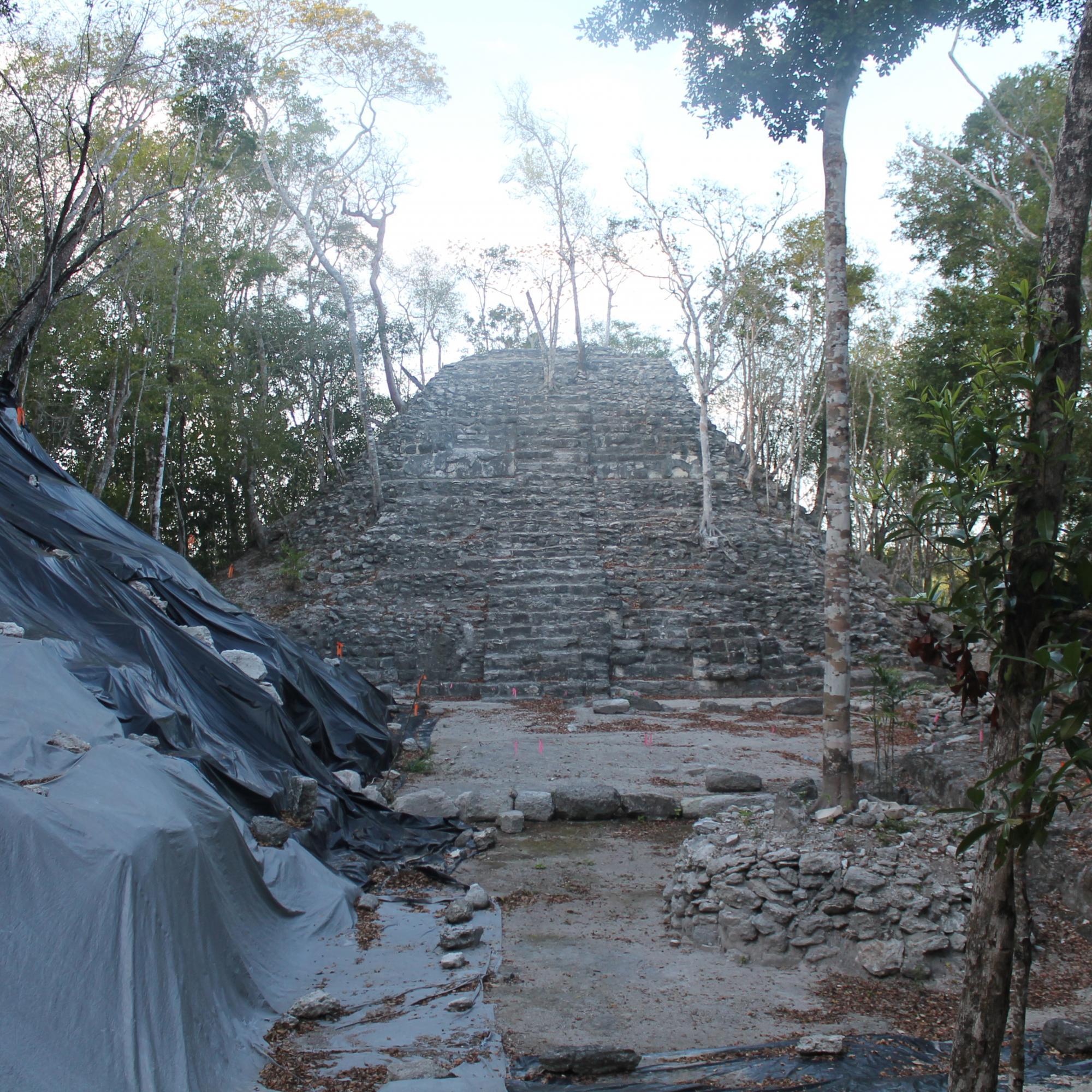 Top base of Tigre Pyramid IMG_6559