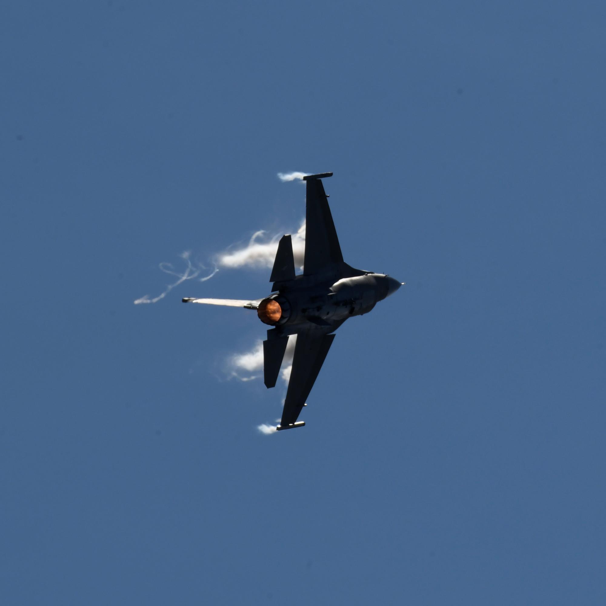 F1609