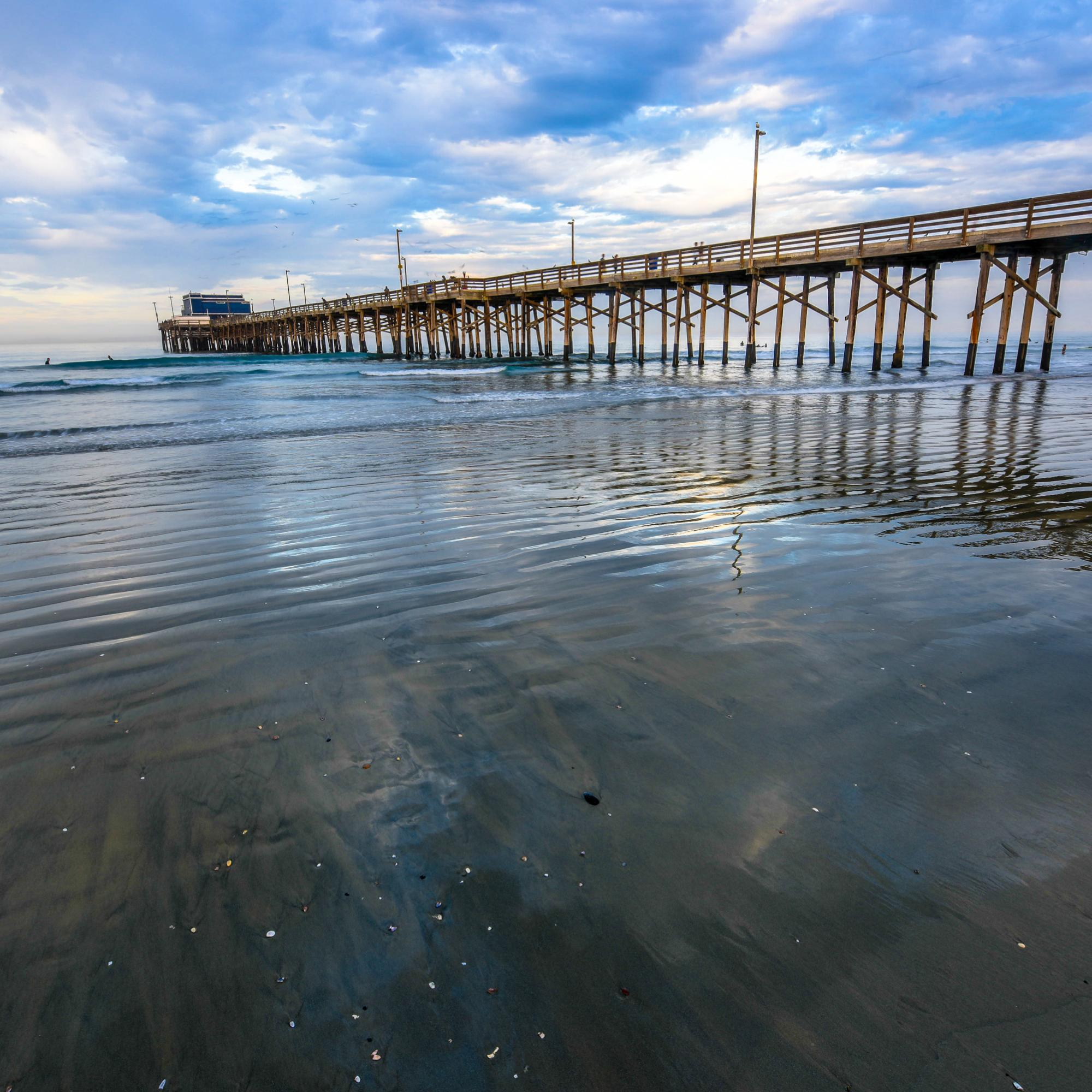 Sunday morning at Newport Beach Pier
