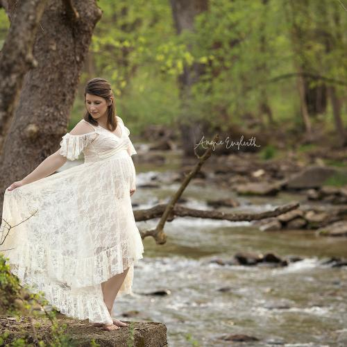 The Secrets to Flattering Maternity Photography