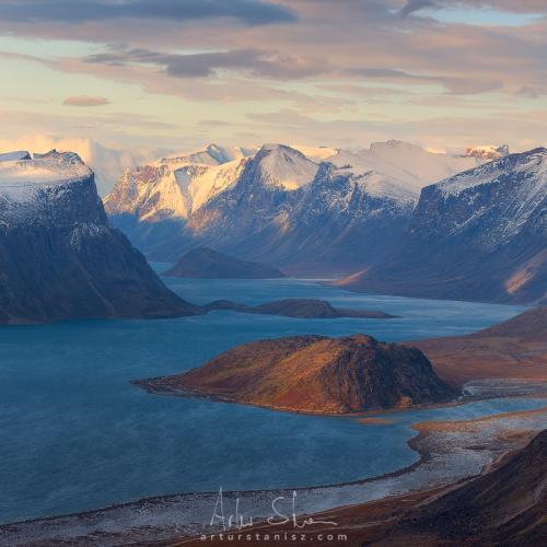 Between the Cliffs  by Artur Stanisz