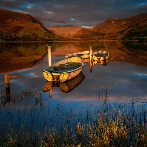 Golden light over Snowdonia by J_Tom