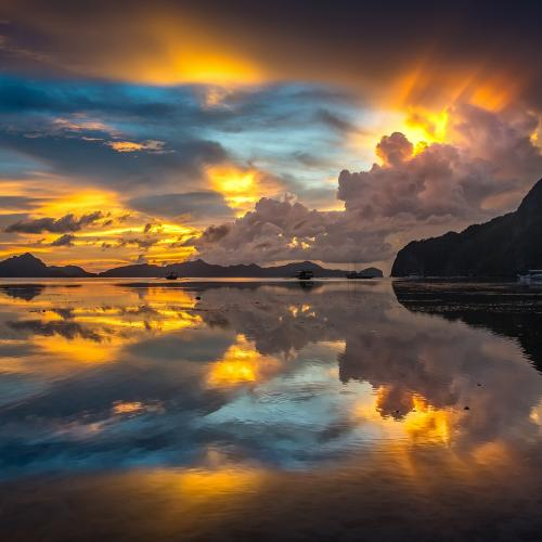 Crazy sunset in El Nido by Walter