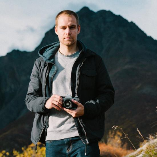 Photojournalist Selflessly Sacrifices Kidney, and 40 Pounds, for His Father