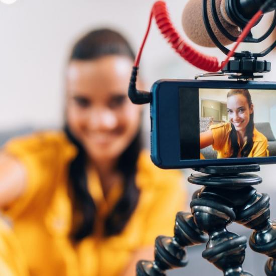 Teleprompter Buyers Guide for Beginner Videographers