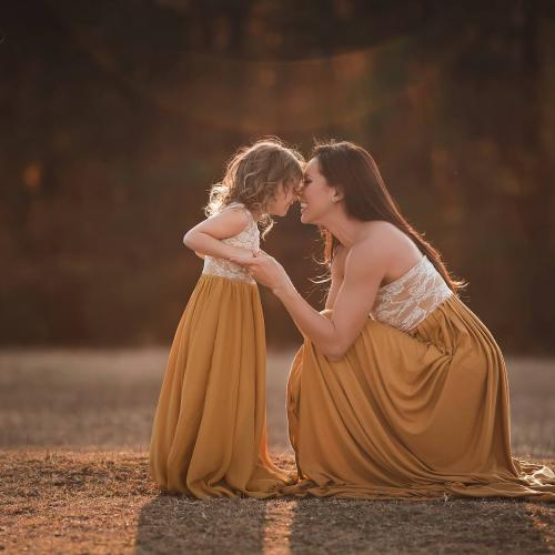 11 Gorgeous Mommy & Me Photos (and Tips for Taking Them Yourself)